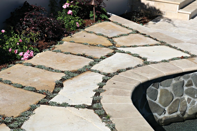 Charmant Sand Set Flagstone Patio